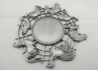 China Nickel 3d Carnival Medas Zinc Alloy With Animal And Inner Cut Hole supplier